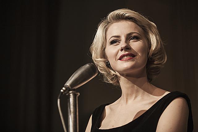 Edda Magnason som Monica Z