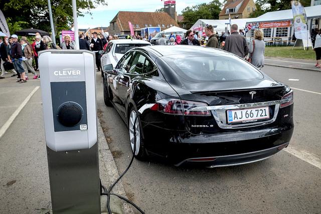 Tesla elbil webb