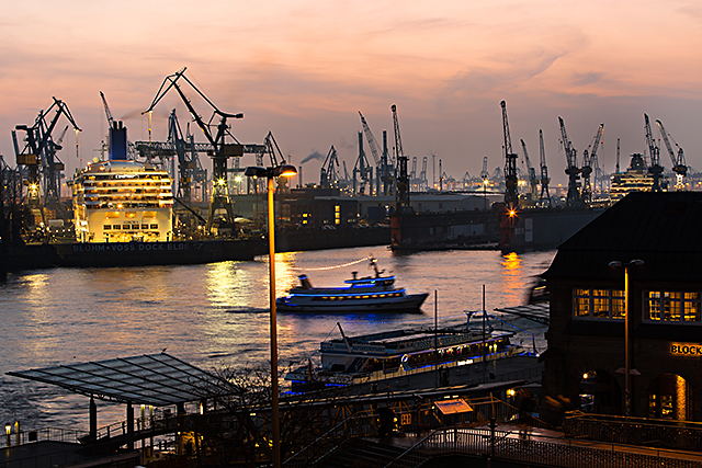 DEU; Germany, Hambourg, 2014, View from Landungsbruecken over river ELBE to Blohm and Voss, Harbour Hambourg, Copyright: FRED DOTT, http://www.freddott.de, contact : fred.dott@t-online.de