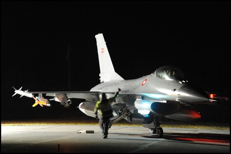 F16 stridsflygplan foto Jan Kjaer, Flyvevabnets Fototjeneste